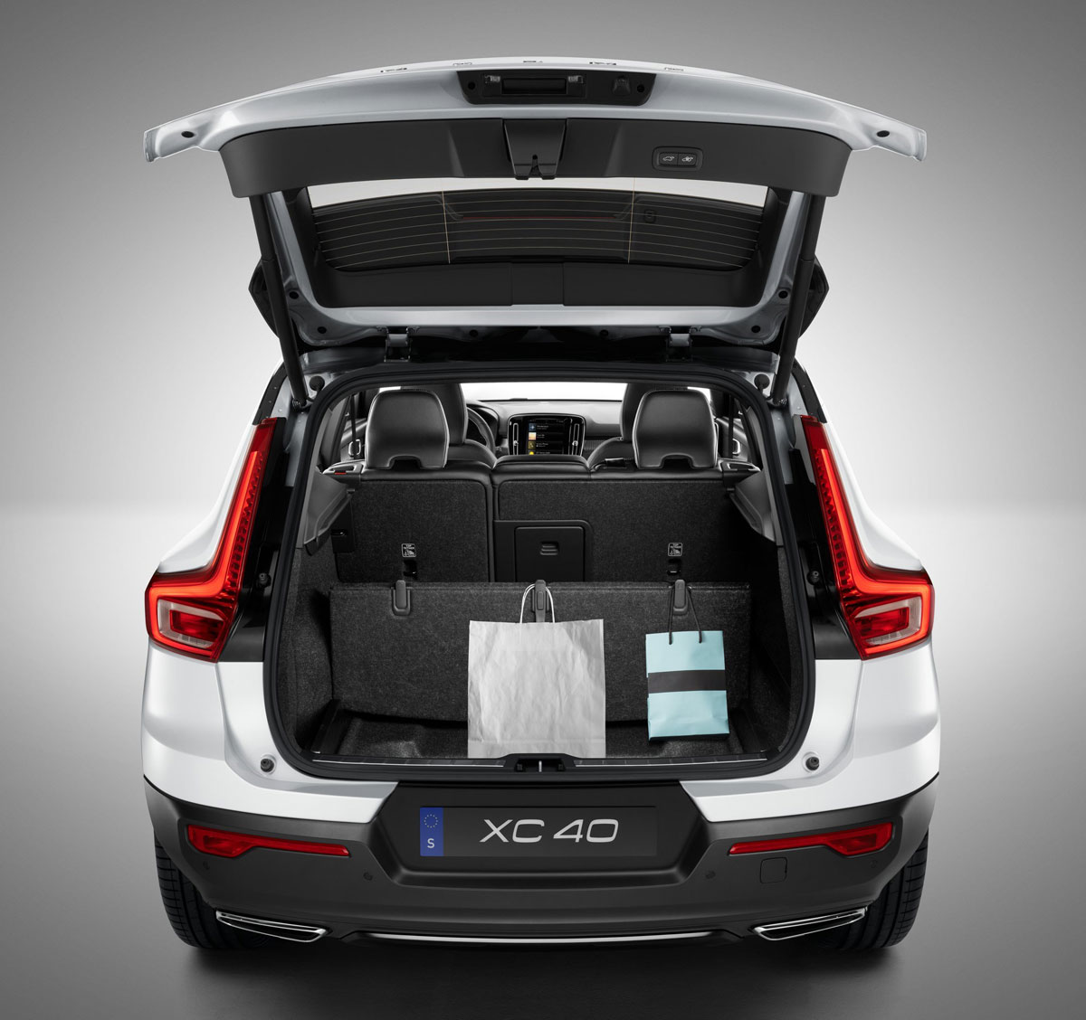 le volvo xc40 2018 fera ses d buts mondiaux au l a auto show. Black Bedroom Furniture Sets. Home Design Ideas